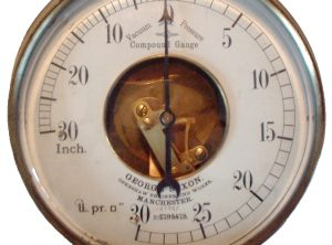 GEORGE SAXON 7″ Open Face Compound Pressure Gauge